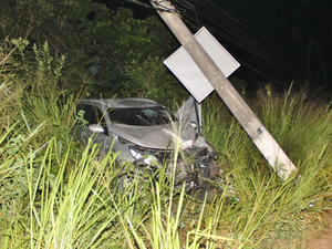 Motorista perdeu a direção ao desviar de viatura (Foto: Romário Barros/Lei Seca Maricá)
