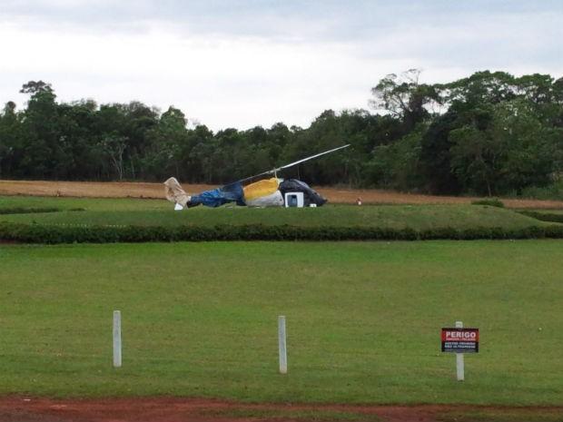 Helicóptero sofreu queda de cinco metros no Parque Nacional (Foto: Giovani Silva/RPC TV)