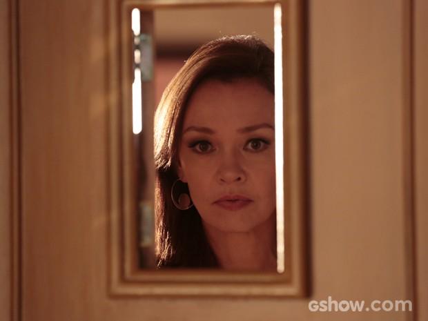 Helena fica passada ao ver Laerte na porta da casa da filha (Foto: Felipe Monteiro/TV Globo)