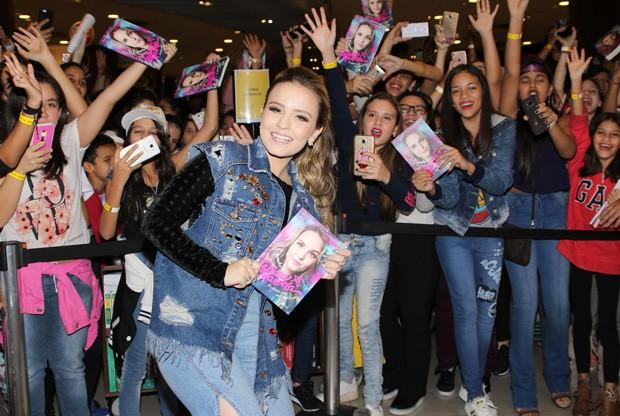 Larissa Manoela e fãs (Foto: Thiago Duran/AgNews)