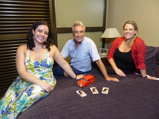 Irmãs e pai do Marcelo nos guiaram por uma visita ao quarto do brother (Foto: Divulgação/RPC TV)