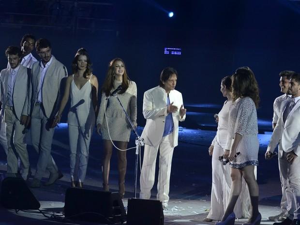Roberto Carlos com famosos na festa de 50 anos da Globo no Rio (Foto: Roberto Teixeira/ EGO)