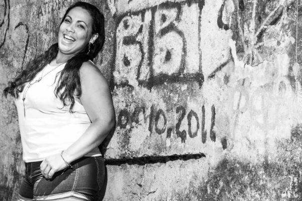 """Num dos muros da favela, o apelido da ex """"baronesa do tráfico"""" está pichado para registrar o quanto ela foi (e é) marcante na história da Rocinha (Foto: Alex Santana)"""