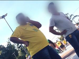 Cambistas vendendo ingressos no entorno do Maracanã (Foto: Mariucha Machado/G1)