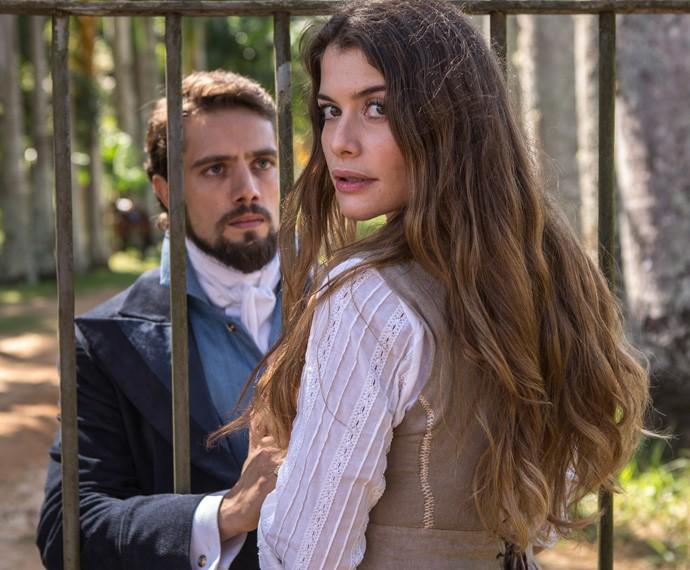Conde Felipe e Lívia vão protagonizar amor proibido (Foto: Fábio Rocha/Gshow)