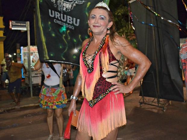 Pela primeira vez a cabeleireira Raquel Félix participou do bloco Urubu Cheiroso (Foto: Quésia Melo/G1)
