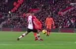 Thierry Henry analisa assistência de Firmino e destaca inteligência de jogador