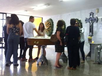 Familiares e amigos no velório do repórter cinematográfico da TV Globo Luiz Quilião (Foto: Isabella Calzolari/G1)