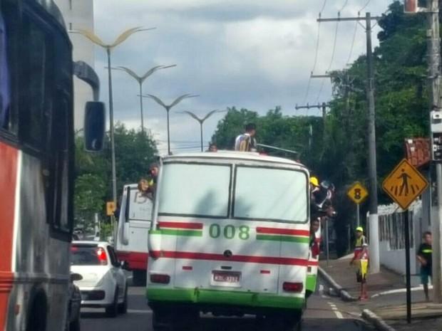 Ônibus foram enviados para o parqueamento do órgão (Foto: Divulgação/Detran-AM)