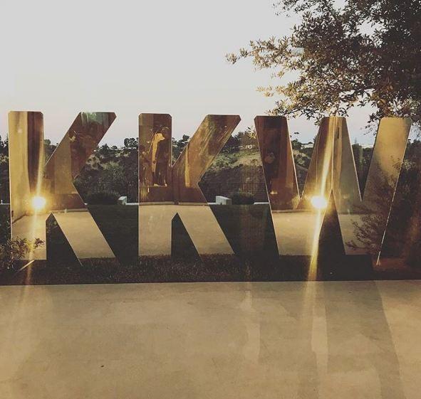 Kim Kardashian apresenta sua linha de maquiagem em LA (Foto: Reprodução/Instagram)