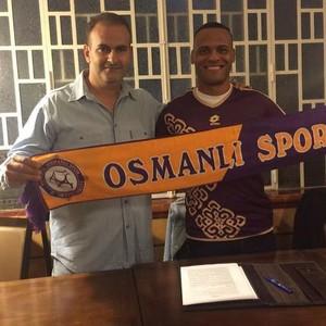 Lateral Patric vestiu a camisa do Osmanlispor, da Turquia (Foto: Reprodução/Twitter)