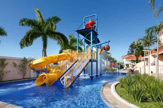Crianças e adultos também desfrutam de uma grande estrutura aquática (Foto: Divulgação)