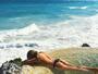 Julia Faria faz topless em hotel paradisíaco no México