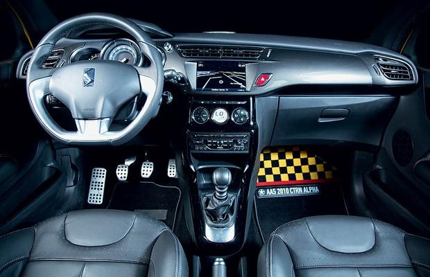 Duelo Fiat 500 Abarth x Citroen DS3 (Foto: Fabio Aro)
