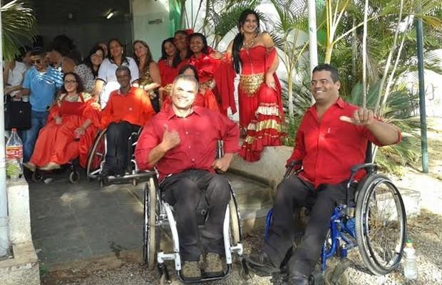 Grupo Bailando com a Vida posa antes de apresentação em Luziânia (Foto: Regina Borges/Arquivo Pessoal)