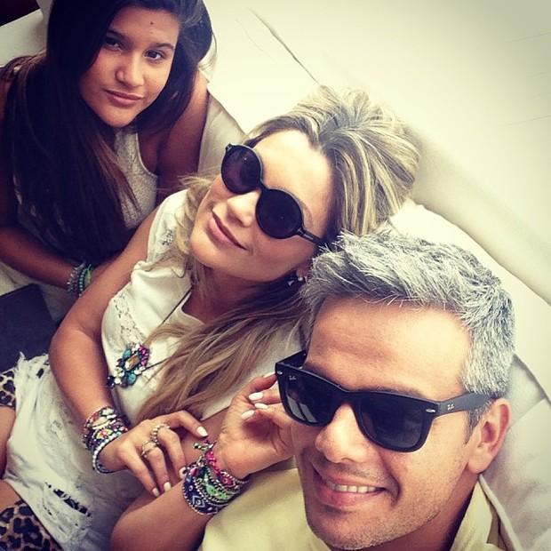 Flávia Alessandra, filha Giulia e Otaviano Costa (Foto  Instagram    Reprodução) d1e3d43814