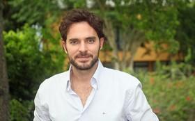 Manolo Cardona volta ao Rio para gravar cenas finais de Grazi Massafera
