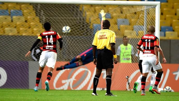 Gol do Figueirense contra o Flamengo (Foto: André Durão)