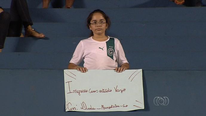 Protesto - torcedora Goiás (Foto: Reprodução / TV Anhanguera)
