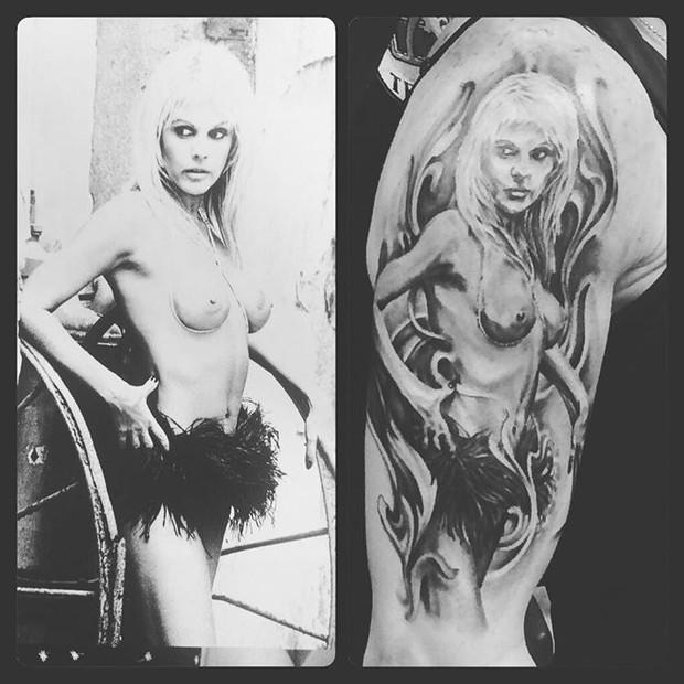Cacá Werneck tatua foto Monique Evans no braço (Foto: Instagram / Reprodução)