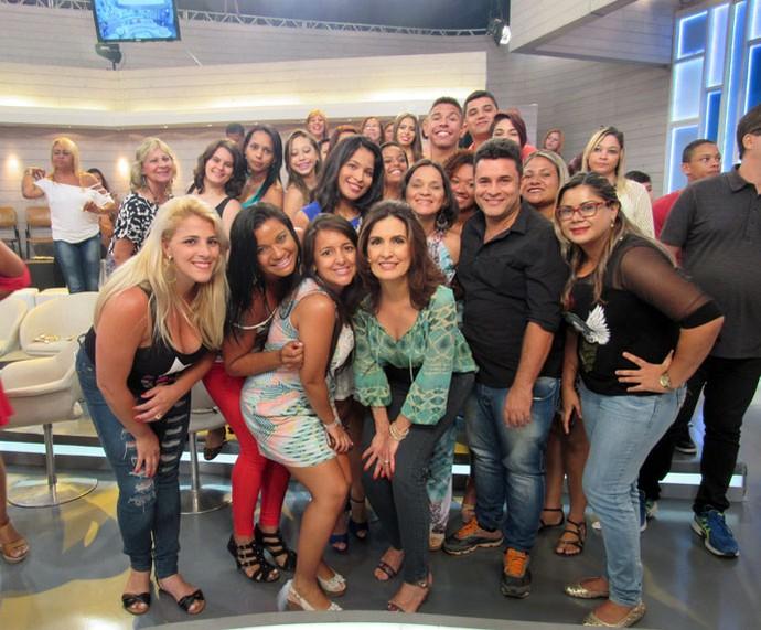 A apresentadora com a plateia do programa  (Foto: Priscilla Massena/Gshow)