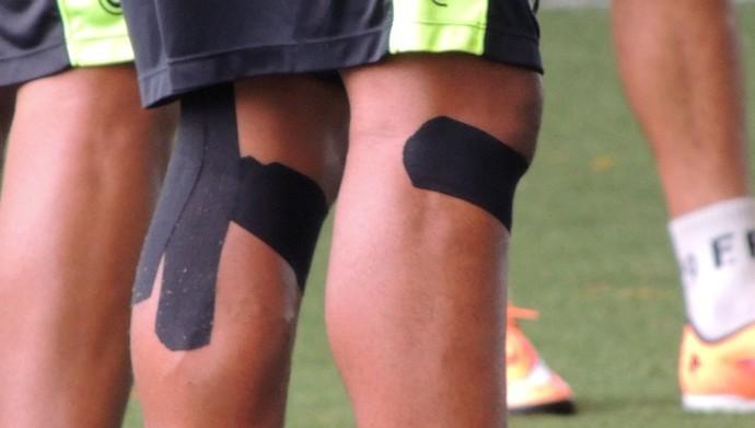 Thiago Heleno bandagem terapêutica (Foto: Renan Koerich)