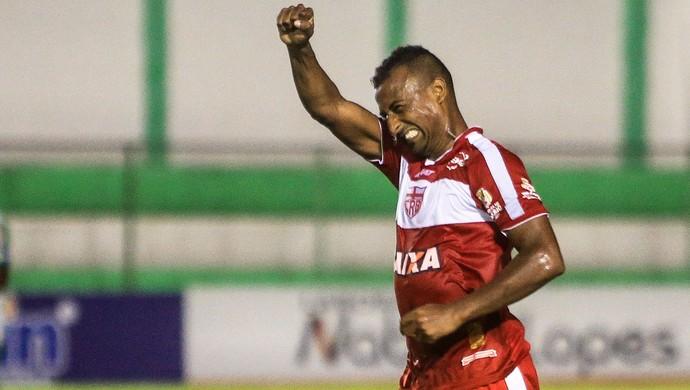 Elias, atacante do CRB (Foto: Ailton Cruz / Gazeta de Alagoas)