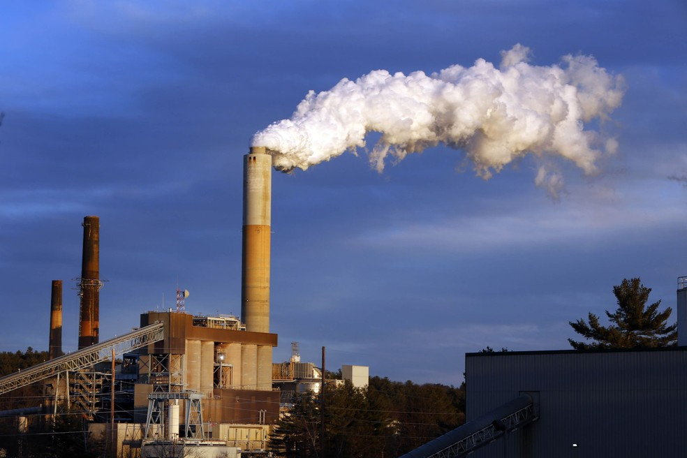 Foto de 2015 mostra indústria de energia de combustível fóssil nos Estados Unidos  (Foto: AP Photo/Jim Cole, File)
