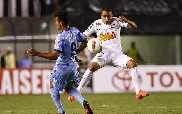 Volante Adriano jogando contra o Bolívar (Foto: Divulgação / Site Oficial do Santos)
