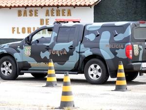 carro da força nacional em florianópolis nesta sexta (Foto: Guto Kuerten/Agência RBS)