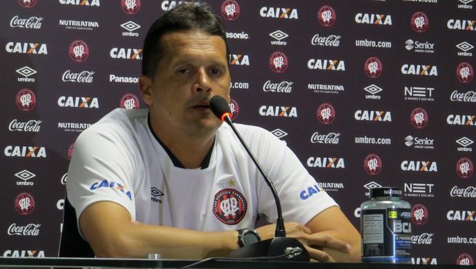 Claudinei Oliveira Técnico do Atlético-PR (Foto: Fernando Freire)
