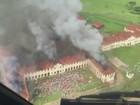 Imagens aéreas mostram fumaça durante rebelião em penitenciária