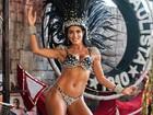 Já é carnaval! Carla Prata posa de biquíni como musa da Gaviões da Fiel