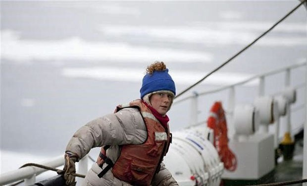 A brasileira Ana Paula Maciel, que está sob custódia da Guarda Costeira da Rússia (Foto: Divulgação/Greenpeace/Nick Cobbing)