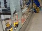 Tiros são disparados em shopping de Tubarão, SC, em assalto a joalheria