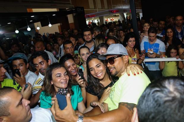 Naldo Benny em feira em Gramado (Foto: Manuela Scarpa / Foto Rio News)