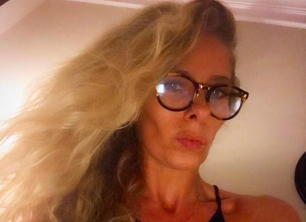 9dfc73bf3bc6e Adriane Galisteu posa com óculos de grau