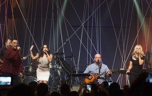 Os Paralamas do Sucesso, Arnaldo Antunes e Paula Toller fazem show enérgico no Música Boa Ao Vivo