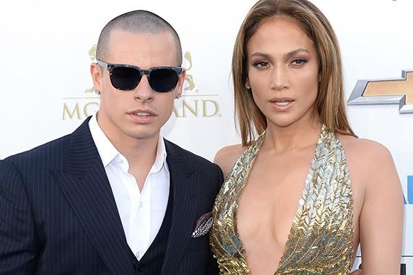 Jennifer Lopez não só gosta mais dos novinhos, como mostra preferência por dançarinos mais novos. Mais recentemente, a cantora namorou Casper Smart, dançarino dezoito anos mais novo do que ela.  (Foto: Getty Images)