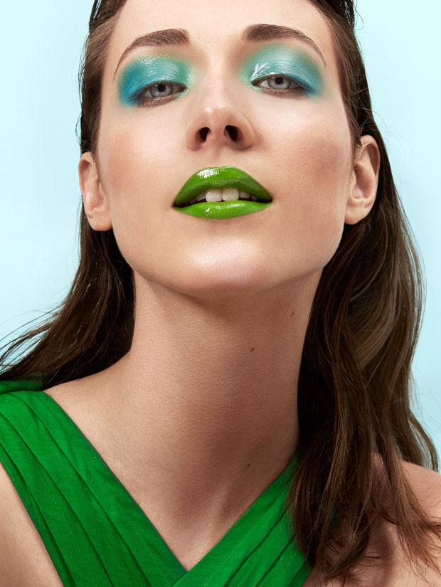 Misture tons: neste make, Marcos Costa usou sombra azul e verde (Foto: Pedro Bonacina)