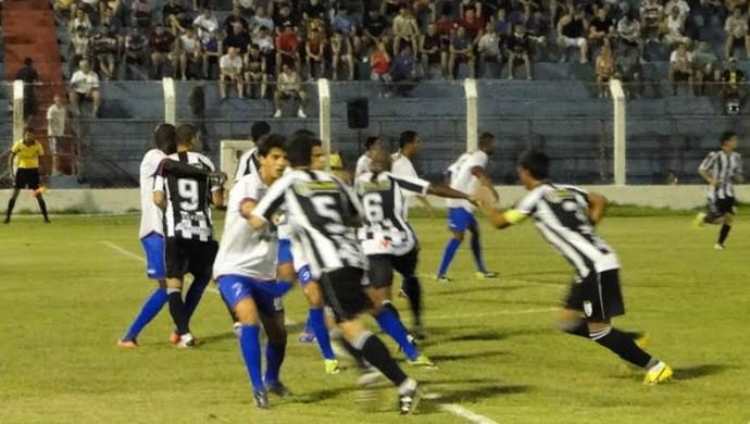 Colatina consegue empate nos minutos finais de partida. Placar final definido por 2 a 2. (Foto: Toninho Costa/Colatina)