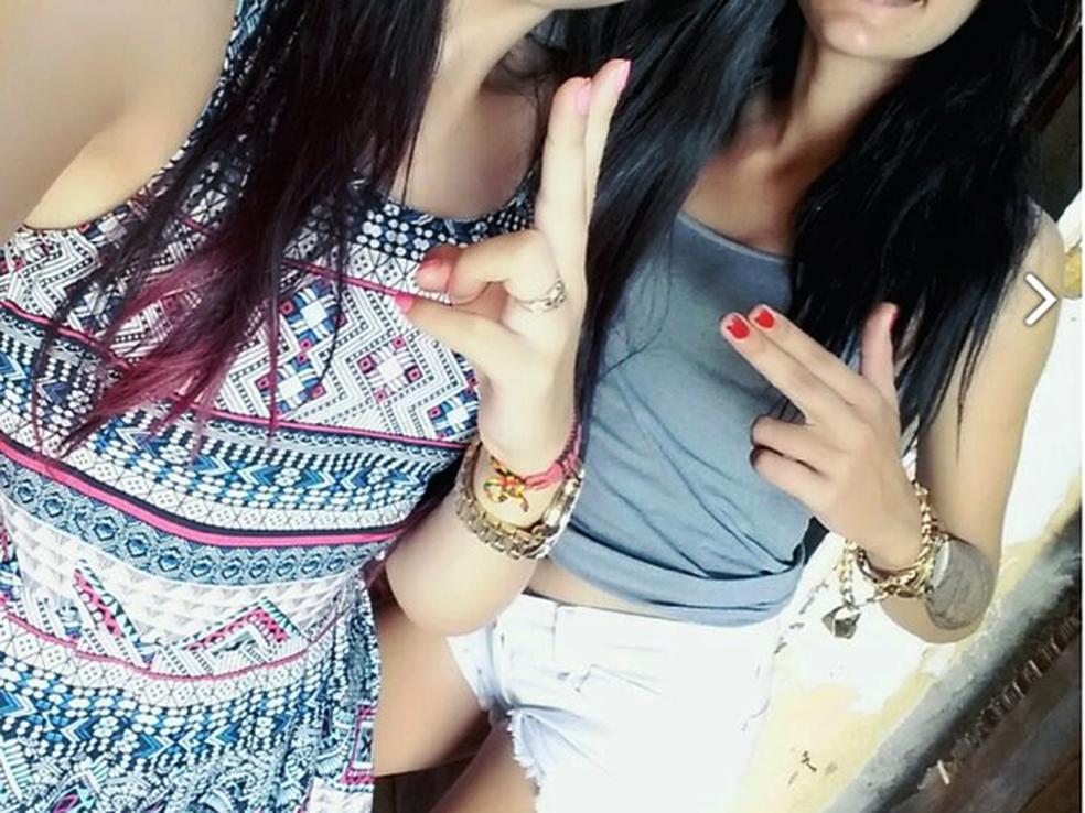 Adolescentes postaram fotos nas redes sociais 'ostentando' as joias roubadas (Foto: Polícia Militar/Divulgação)