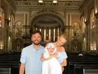 Carol Trentini compartilha foto do batizado filho caçula, Benoah