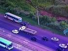 Carro e ônibus colidem em Santa Maria; tráfego na BR-040 é afetado