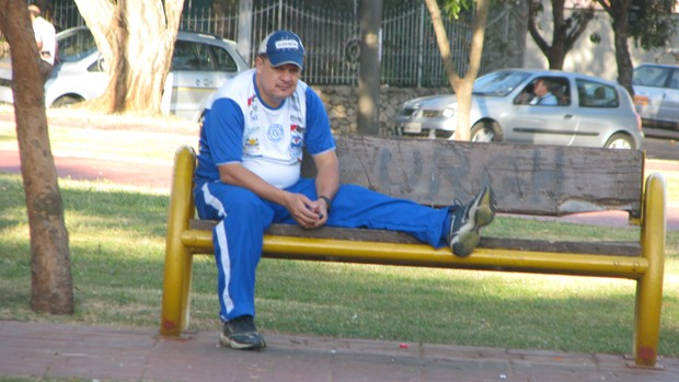 Edson Vieira - t&#233;cnico do S&#227;o Bento no treina da pra&#231;a (Foto: Rafaela Gon&#231;alves / GLOBOESPORTE.COM)