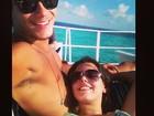 Giovanna Lancellotti curte férias no colo do namorado