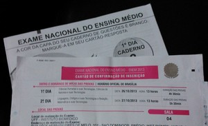 Prova e cartão de confirmação do Enem 2013 (Foto: Luiza Baptista)