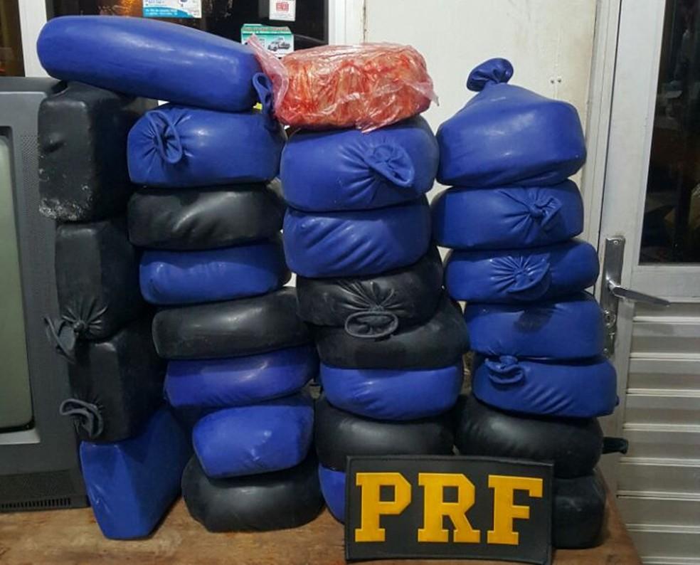 Droga apreendida pela PRF na noite desta quarta-feira, 17, em Porto Velho (Foto: PRF/Divulgação)