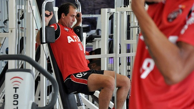 Meia do Atlético-PR, Paulo Baier treina no CT do Caju (Foto: Gustavo Oliveira/Site oficial do Atlético-PR)