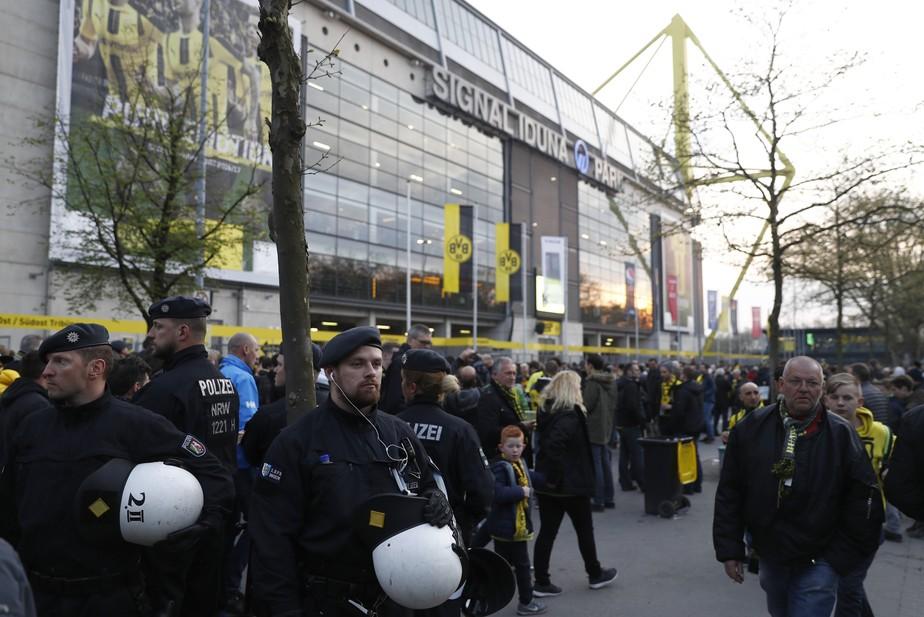 Bartra fica ferido em explosões perto do ônibus do Borussia, e jogo é adiado
